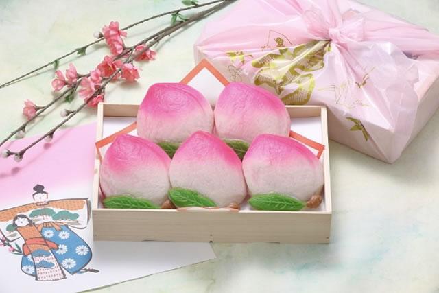 桃やひし餅を模った、かわいいひな祭り用限定の蒲鉾